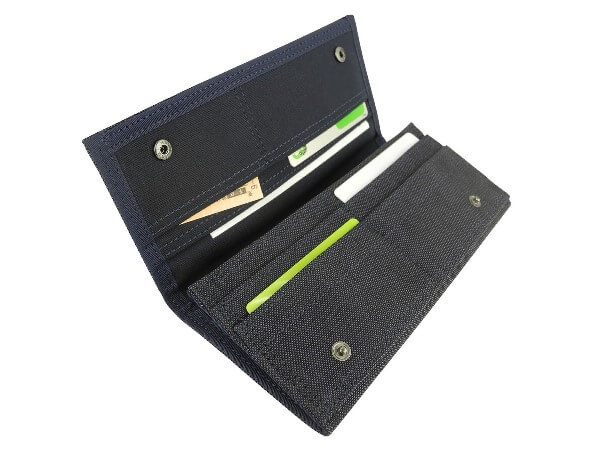 スモーキー(SMOKY)二つ折り長財布